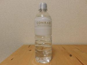 コンラッド ホテル ミネラルウォーター